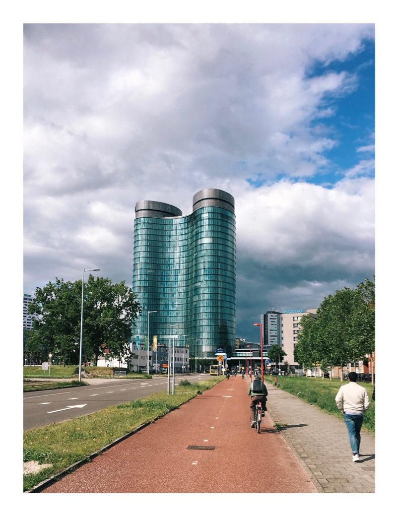 Foto van een gebouw in Utrecht dat lijkt op een dubbellikker
