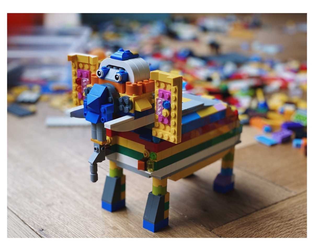 Regenboogolifant van LEGO